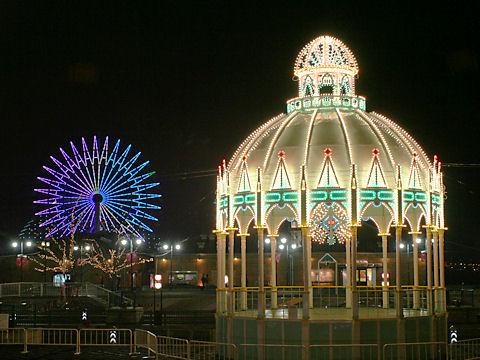 カッサアルモニカ・光の記念堂とモザイクガーデンの観覧車イルミネーション