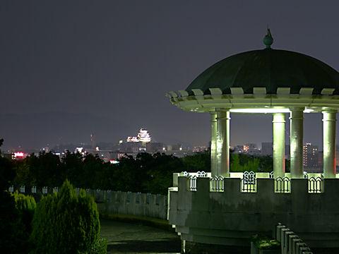 手柄山公園のライトアップ夜景と姫路城の夜景