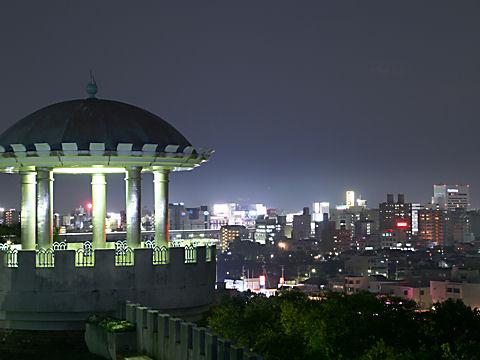 手柄山公園のライトアップ夜景と姫路の夜景