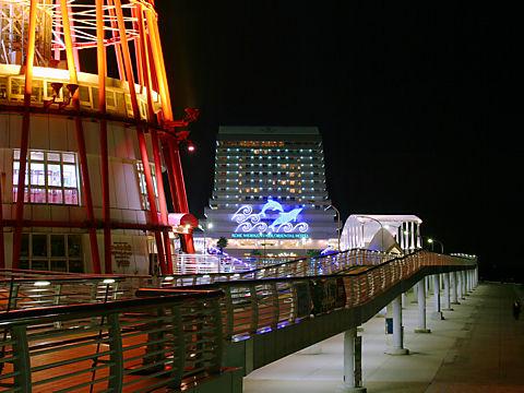 メリケンパークオリエンタルホテルのクリスマスイルミネーションと夜景