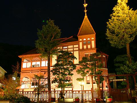 風見鶏の館のライトアップ夜景
