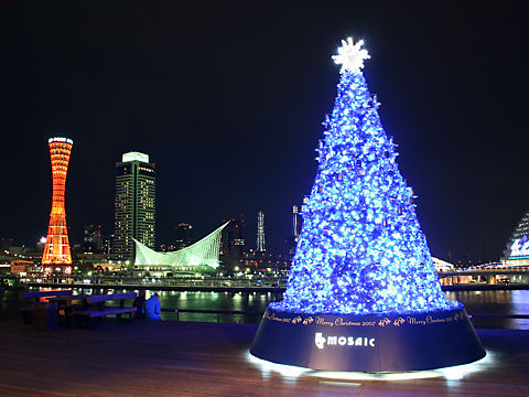 モザイクのクリスマスツリーとメリケンパークの夜景