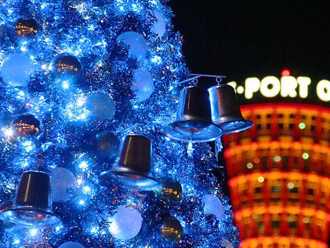 クリスマスツリーのベルと神戸ポートタワーのライトアップ