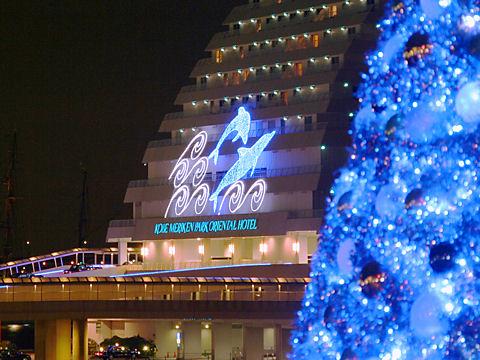 クリスマスツリーとメリケンパークオリエンタルホテルのクリスマスイルミネーション