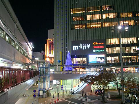 ミント神戸のクリスマスツリー/神戸市