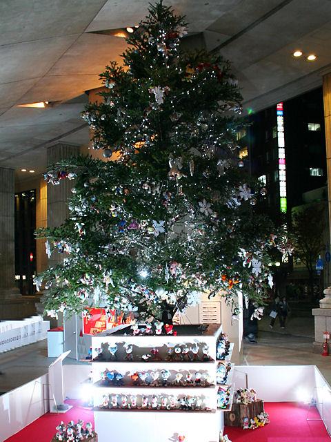 神戸フェリシモのクリスマスツリー/神戸市旧居留地・朝日ビル