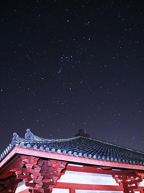 浄土寺の本堂とオリオン座