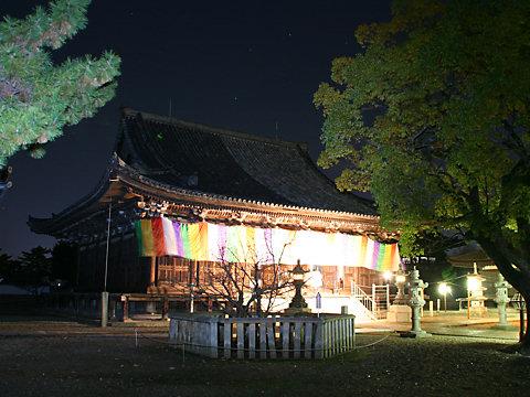 鶴林寺本堂のライトアップ夜景