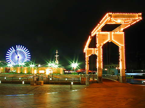 はねっこ広場とはね橋のライトアップ夜景・神戸ハーバーランドの夜景