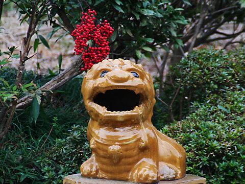 獅子と南天の実