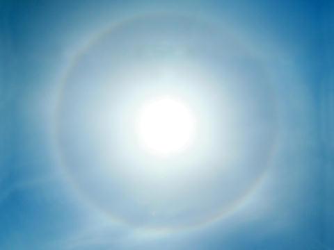 太陽の虹の輪(暈・かさ)