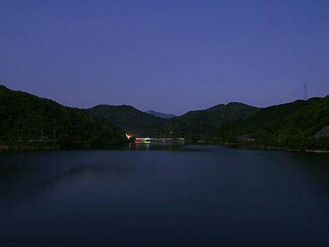 糀屋ダム・翠明湖の月夜の夜景