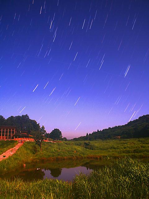 砥峰高原の夜景と星空
