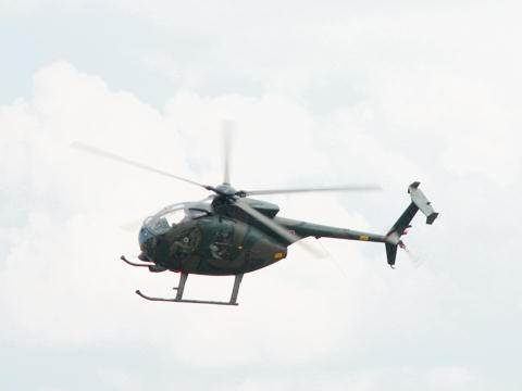 ヘリコプター OH-6D