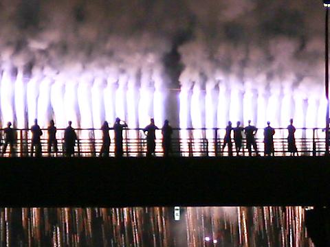 たつの花火と揖保川に架かる龍野大橋