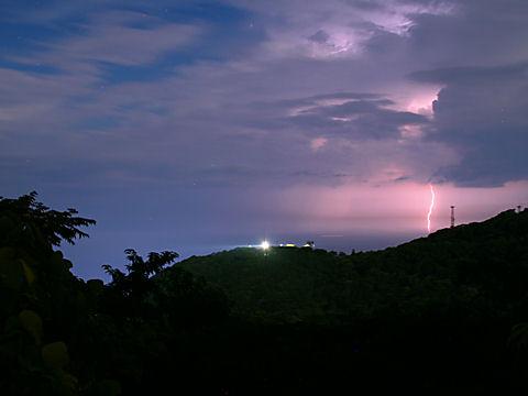 灯台と雷・稲妻