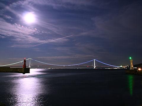 明石海峡大橋の月夜の夜景・月光写真