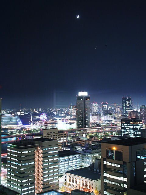 三日月・金星・木星と神戸の夜景