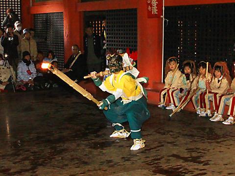太山寺の追儺式・鬼追い・正月の福餅まき