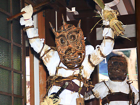 妙法寺の追儺式・鬼追い・餅撒き