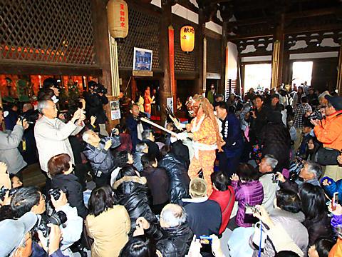 鶴林寺の追儺式・鬼追い