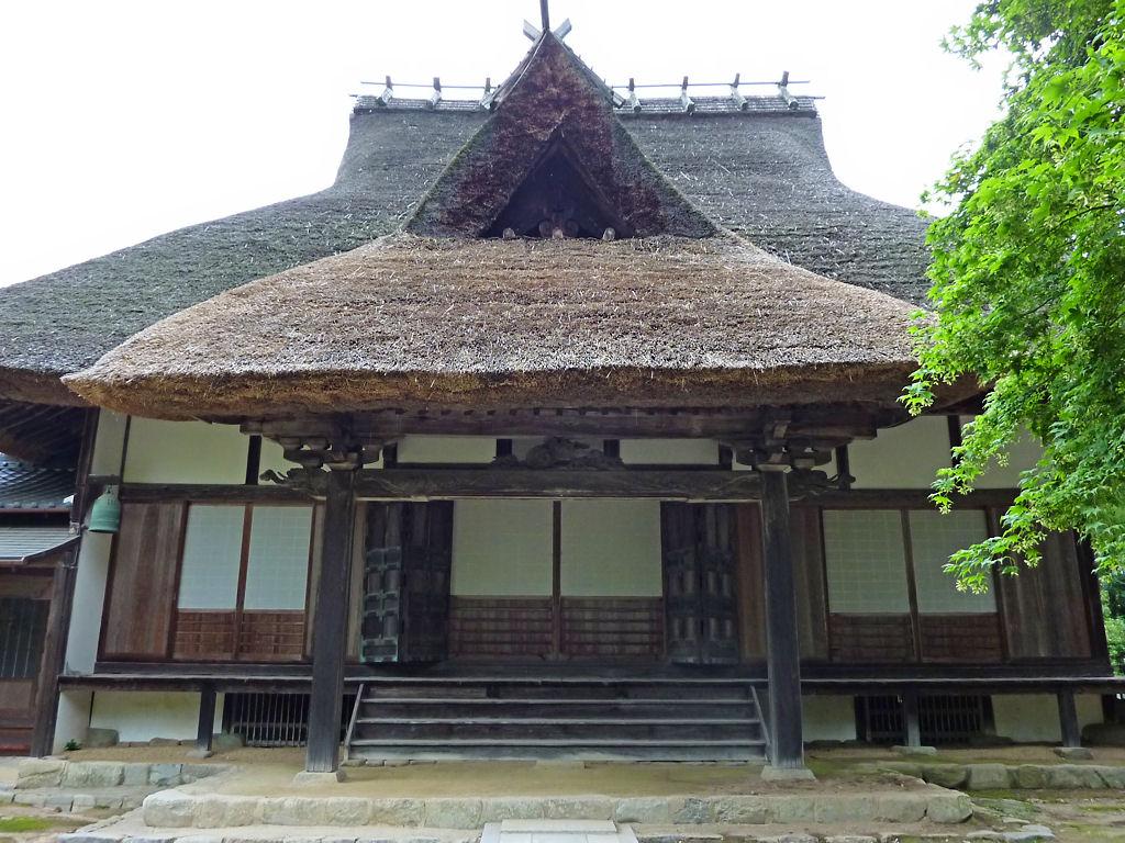 壁紙 かやぶき屋根の寺と沙羅の花