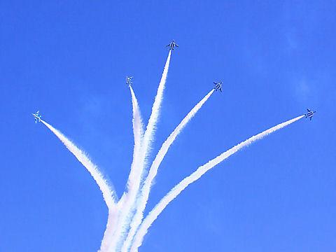 姫路城ブルーインパルスの祝賀飛行