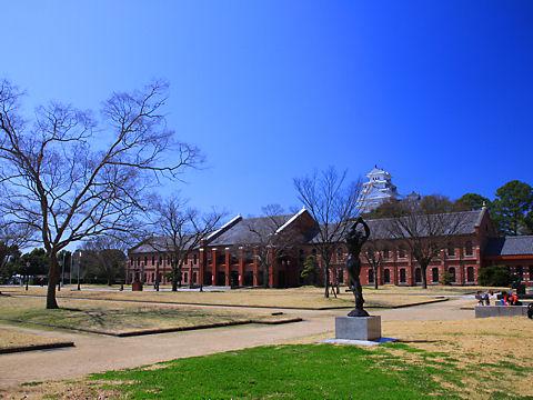 姫路城の写真 / 姫路市立美術館・前庭から撮影