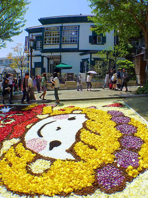 神戸市 インフィオラータこうべ北野坂・異人館のチューリップの花絵